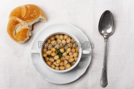 frische suppe mit suppe perlen