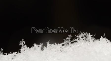viele kristalle im schnee panorama