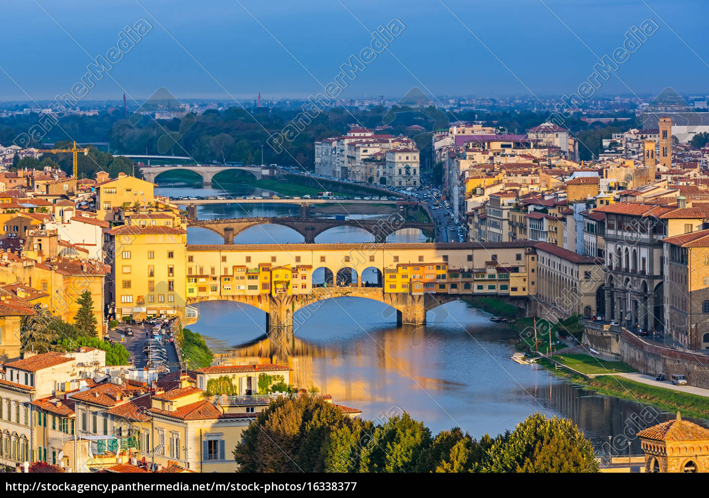 bridges, over, arno, river, in, florence - 16338377