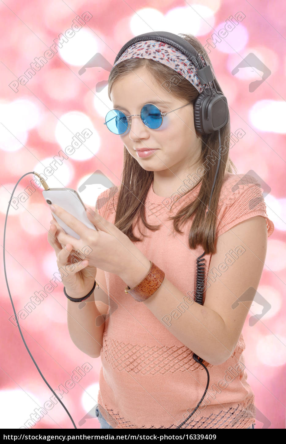preteen, girl, listening, to, music, with - 16339409