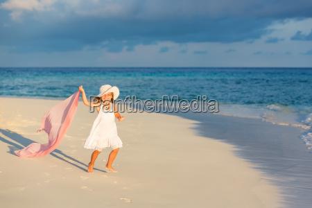little, girl, on, the, beach - 16344689