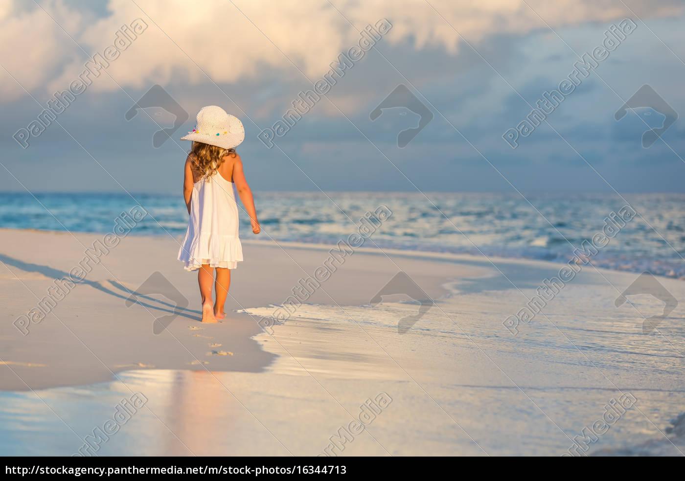 little, girl, on, the, beach - 16344713