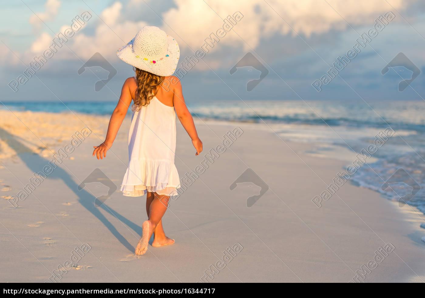 little, girl, on, the, beach - 16344717