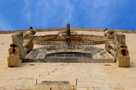 rose window of the main facade