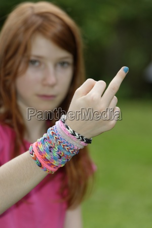 girl with looms at her wrist