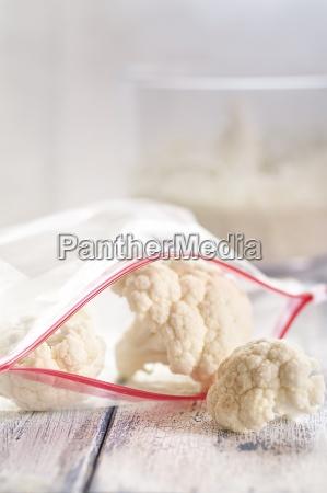 zipper bag of cauliflower florets on