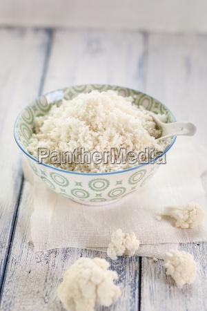 bowl of cauliflower rice and cauliflower
