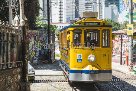 famous tram from lapa to santa
