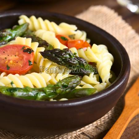 asparagus tomato and pasta salad