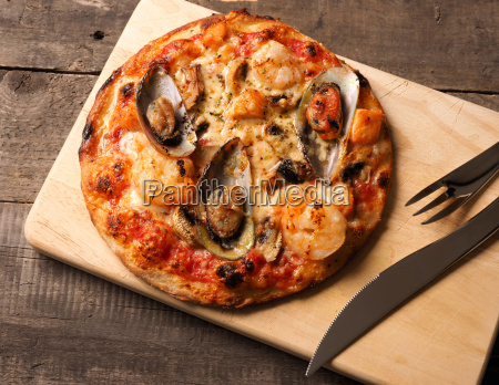 pizza with mussels