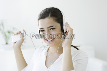 woman listening to mp3 player with