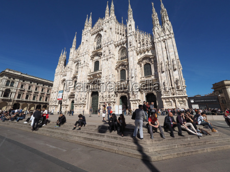 tourists in piazza duomo in milan