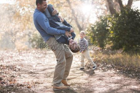 ludica de elevacion del padre hijo