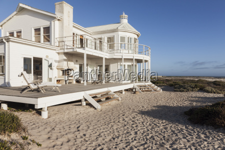 beach house overlooking ocean