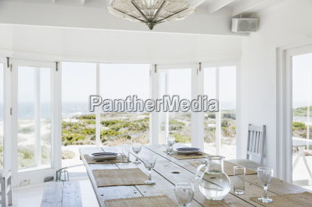 dining room overlooking ocean