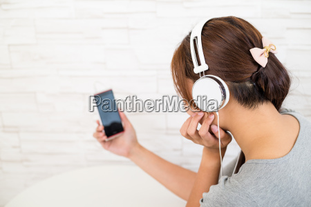 woman listen to music