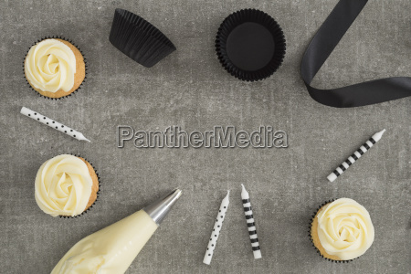 cup cakes with cream coloured buttercream