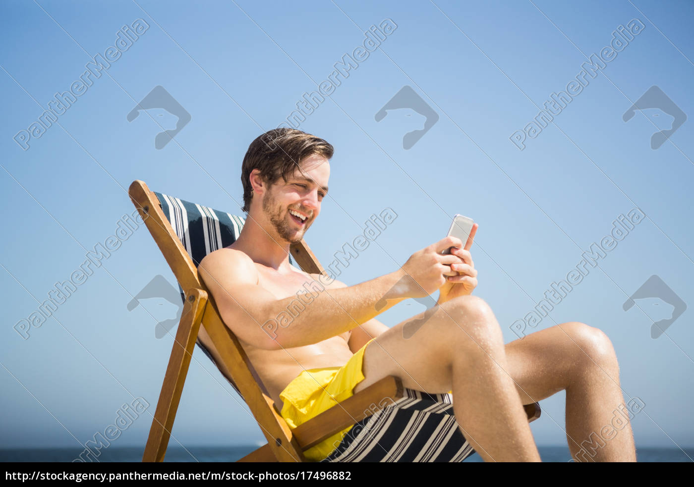man, relaxing, and, using, smartphone - 17496882