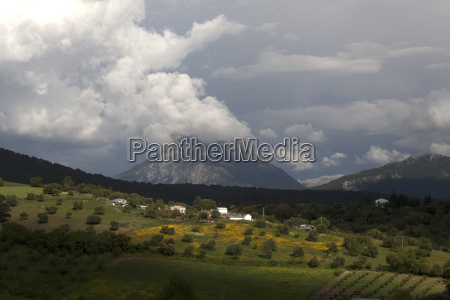 clouds gather on the parque natural