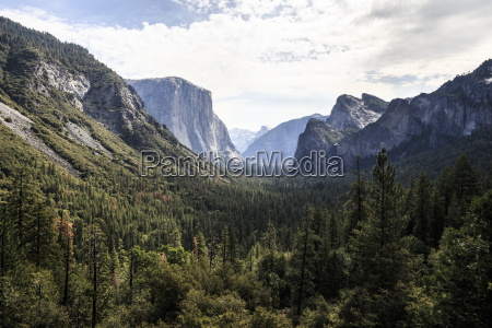 iconic tunnel view in yosemite national