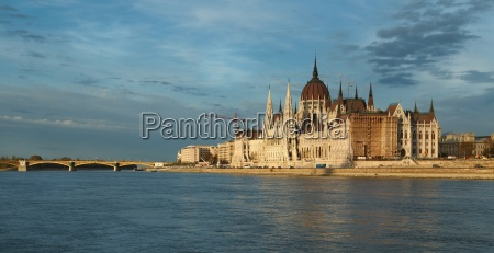 parliament building in budapest