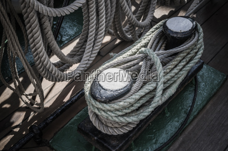 the ropes braided in bays on