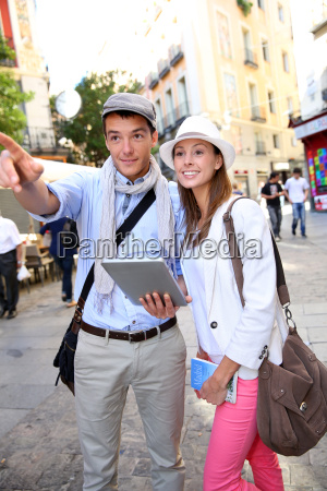 couple visiting madrid with help of