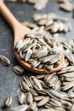 unpeeled sunflower seeds