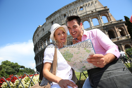tourists, reading, map, in, front, of - 17802630