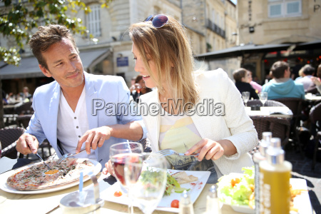 couple eating lunch at restaurant
