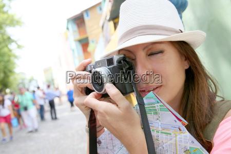 tourist taking picutre in la boca