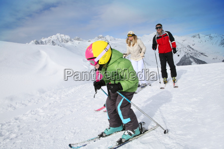 6 year old boy skiing down