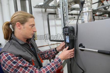 technician checking heat pump intensity with