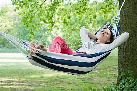 woman, relaxing, in, hammock - 17919936