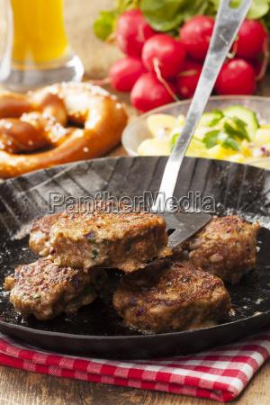 bavarian fleischb llchen in one pan