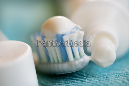 oral cleaning with toothbrush and toothpaste