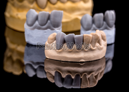 artificial tooth