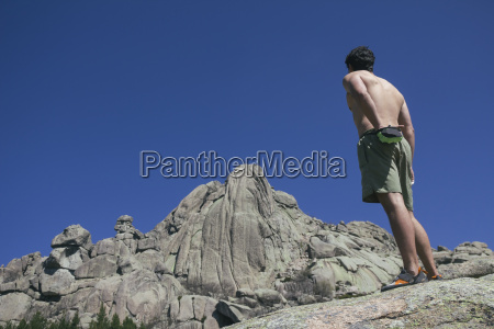 spain shirtless climber using his chalk