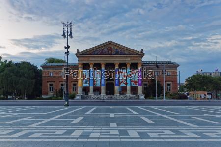 paseo viaje nube tarde museo plaza