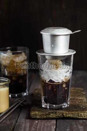 preparation of vietnamese iced coffee coffee