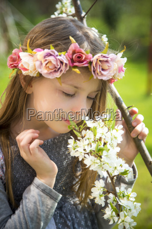 little girl with wreath of flowers