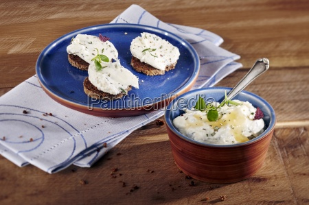 a goats cream cheese dip with