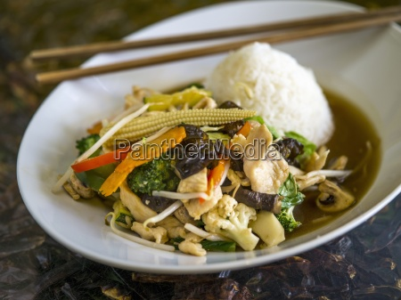 stir fried vegetables with chicken and