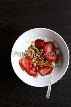 crunchy muesli with fresh strawberries and