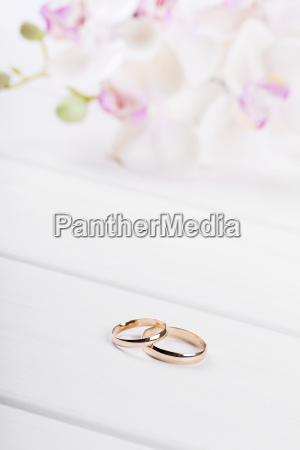 golden wedding rings with flowers on