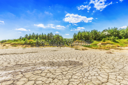 lake bed drying up