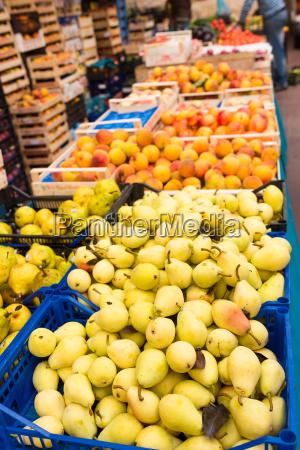 weekly market tuscany appel