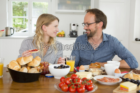 couple eating at kitchen table