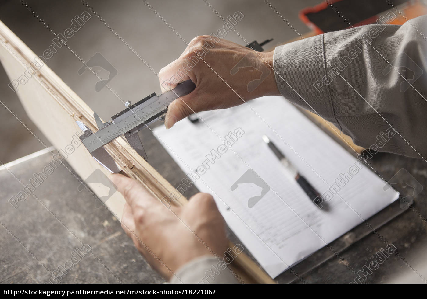 carpenter, measuring, wood, plank, with, vernier - 18221062