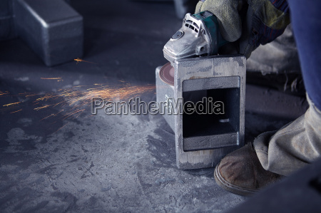 grinding in cast iron foundry